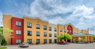 Comfort Suites near Route 66 - Springfield