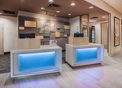 Holiday Inn Express Hotel & Suites Texas City, An IHG Hotel - Texas City - Front desk