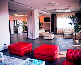 Viola Palace Hotel - Villafranca Tirrena - Salónek