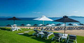 Avaton Luxury Villas Resort - Ouranoupoli - Patio