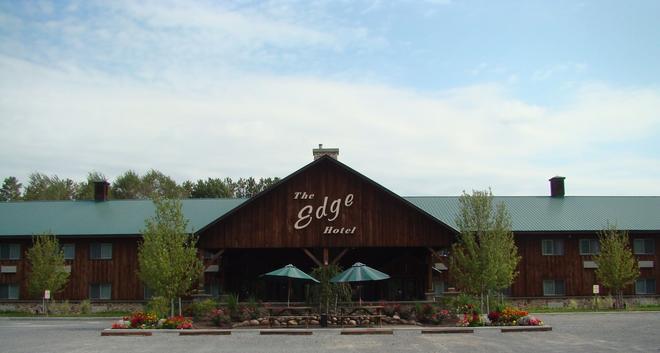 The Edge Hotel - Lyons Falls - Building