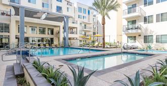 奢華上城公寓 - 漫遊旅程飯店 - 鳳凰城 - 游泳池