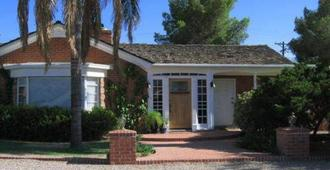 Mon Ami Bed and Breakfast - Tucson - Building