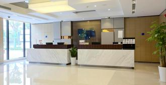 Holiday Inn Express Shanghai Gongkang - Shanghai - Front desk