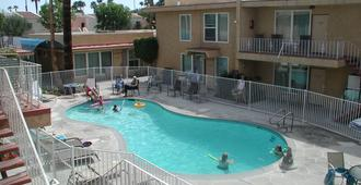 Club Trinidad - Palm Springs - Pool