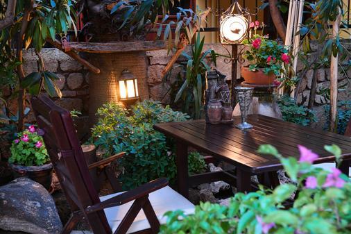 Kaleici Lodge Hotel - Antalya - Patio