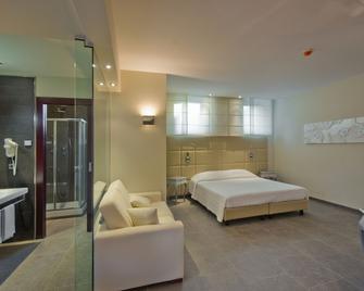 Suite Hotel Testani - Frosinone - Bedroom