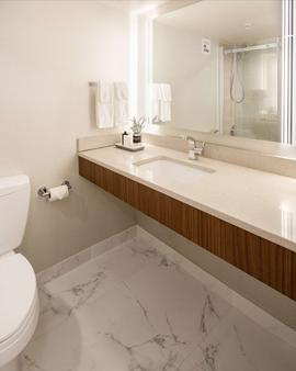 The Rushmore Hotel & Suites, BW Premier Collection - Rapid City - Bathroom