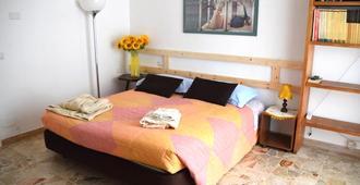 B&B Magenta - Magenta - Bedroom