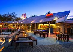 Bar and Bed (Sleepless Society @ Samed) - Đảo Ko Samet - Hàng hiên