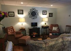 1920's Bennington Vermont Guest Barn - Bennington - Living room