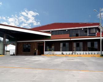 Hotel Las Brumas - Cartago - Building