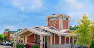 Grand Country Waterpark Resort - Branson - Building