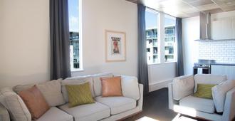 Liberty Apartment Hotel - Wellington - Living room