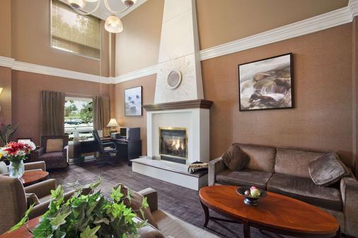 Travelodge Hotel by Wyndham Sudbury - Sudbury - Olohuone