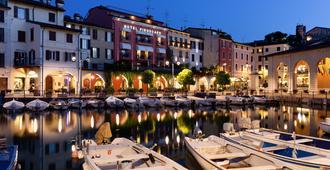 Hotel Piroscafo - Desenzano del Garda - Vista del exterior