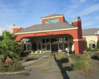 Quality Inn Santa Nella on I-5 - Santa Nella - Gebouw