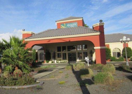 Quality Inn - Santa Nella - Building
