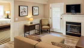 Lighthouse Lodge And Cottages - Pacific Grove - Living room