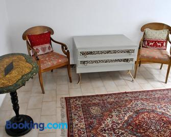 Appartamenti Le Mongolfiere - Male - Living room