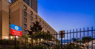 SureStay Plus Hotel by Best Western Houston Medical Center - Houston - Edificio