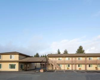 Super 8 by Wyndham Crescent City - Crescent City - Building
