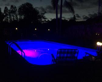 Big Island Bed & Breakfast - Naalehu - Pool