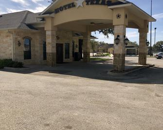 Hotel Texas - Cuero - Building