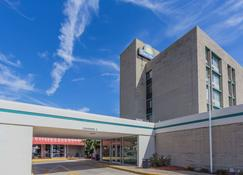 Days Hotel by Wyndham Danville Conference Center - Danville - Building