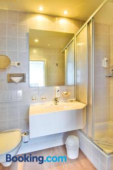 Strandhotel Bansiner Hof - Heringsdorf - Bathroom