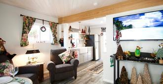 The Perfect Hideaway in quiet Belmont Heights. Come discover Long Beach - Long Beach - Sala de estar