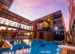 Retro Box Hotel - Chumphon - Piscina