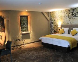 Hôtel La Couronne - Ensisheim - Bedroom