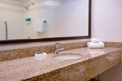 Drury Inn & Suites St. Louis Convention Center - St. Louis - Bathroom