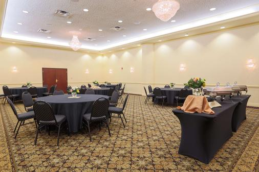 Drury Inn & Suites St. Louis Convention Center - St. Louis - Banquet hall