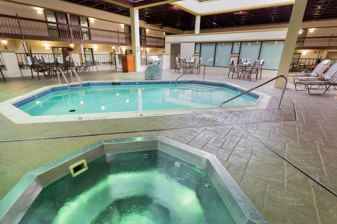 Drury Inn & Suites St. Louis Convention Center - St. Louis - Pool
