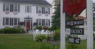 Holiday Guest House Bed & Breakfast - Wells - Building