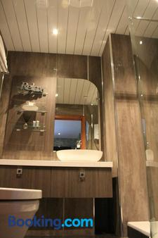North Kessock Hotel - Inverness - Bathroom