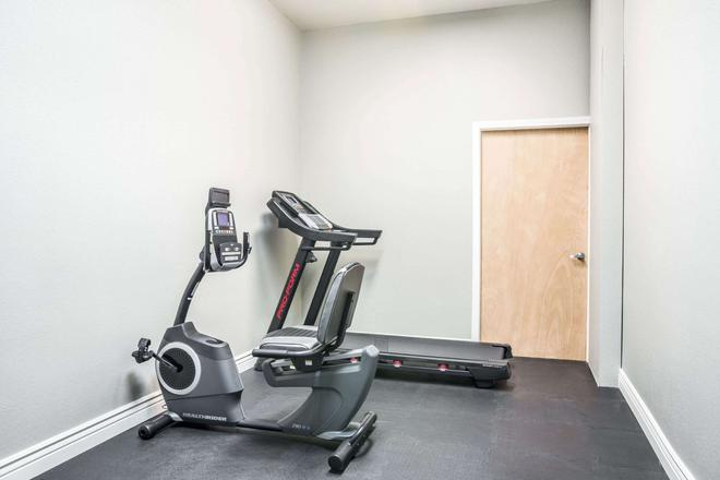 Baymont by Wyndham Indianapolis Northeast - Indianapolis - Gym