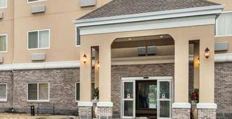 Baymont by Wyndham Indianapolis Northeast - Indianapolis - Bâtiment
