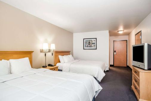 Baymont by Wyndham Indianapolis Northeast - Indianapolis - Makuuhuone