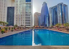 فندق إزدان - الدوحة - حوض السباحة