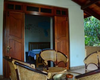 Binara Home Stay -Tourist Lodge - Polonnaruwa - Patio