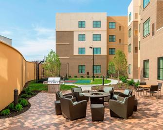 Residence Inn by Marriott Youngstown Warren/Niles - Niles - Innenhof