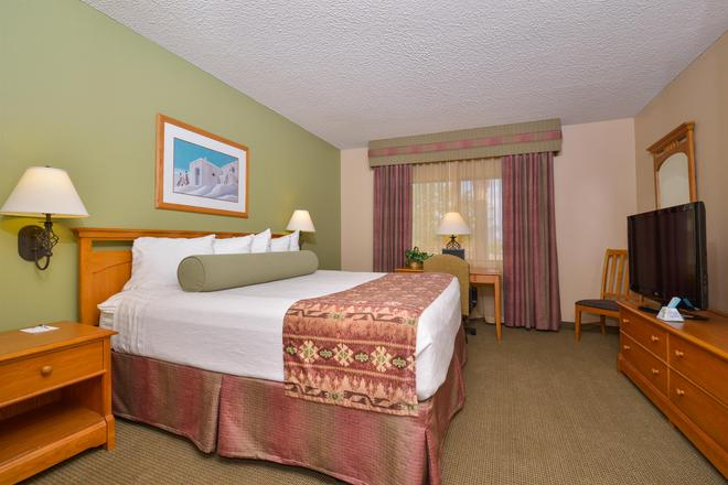 Best Western Plus King's Inn & Suites - Kingman - Bedroom