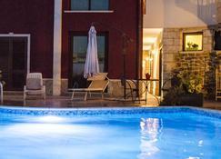 誇德日弗里奧酒店 - 特拉帕尼 - 游泳池