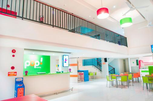 Pop! Hotel Nusa Dua - South Kuta - Front desk