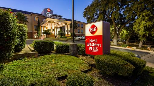 Best Western Plus Hill Country Suites - San Antonio - Building