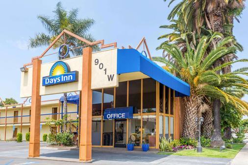Days Inn Los Angeles - Inglewood - Toà nhà