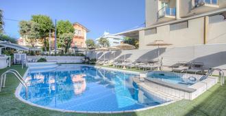 Ferretti Beach Hotel - Rímini - Piscina